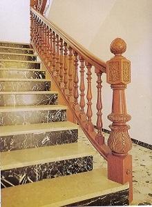Arranque de escalera Modelo Tallado