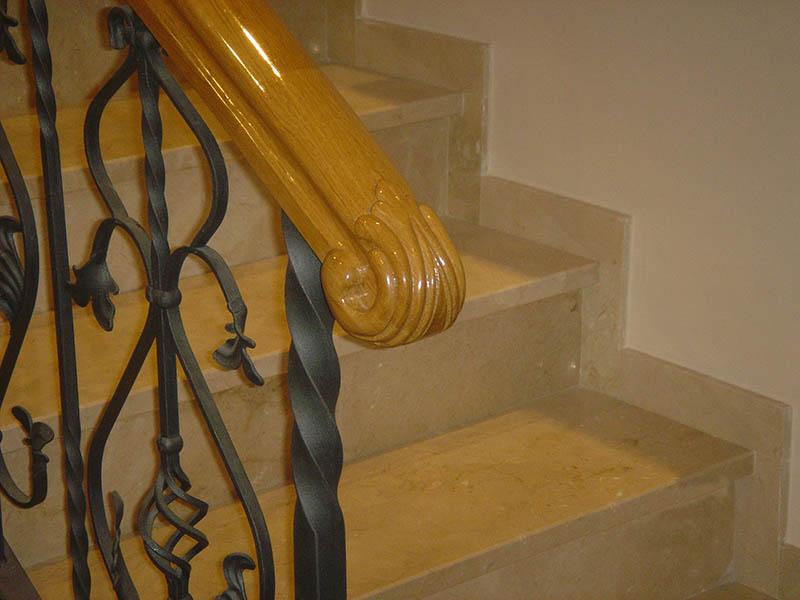 Barandilla de escalera de madera y acero