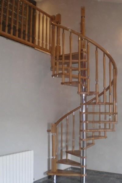 Escalera de caracol de madera e inox