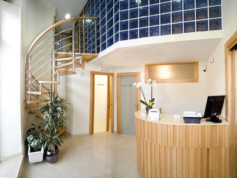 Escalera de caracol mixta: madera e inox