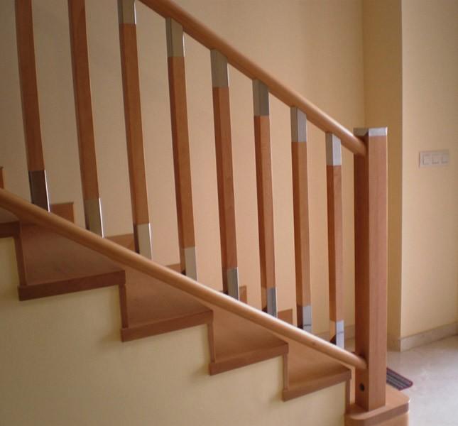 Escalera forrada balaustres modelo f newak dos iberica s l - Barandillas de madera para interior ...