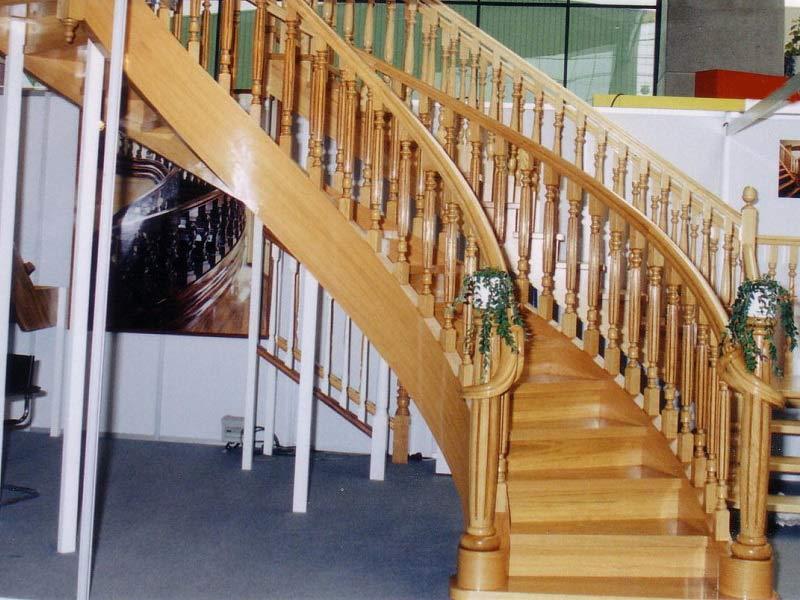 Escalera helicoidal con arranque cola de serpiente newak for Escaleras helicoidales