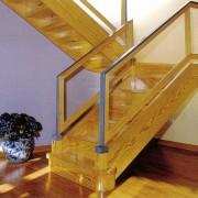 Escalera recta de madera y metacrilato