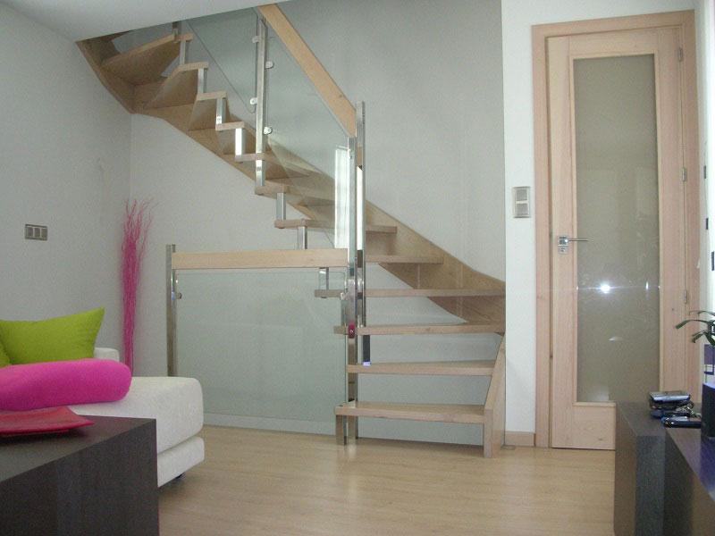 escalera zanca mixta en madera inox y cristal