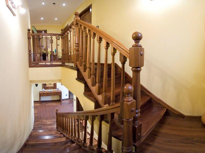 Escaleras forradas de madera modelo v