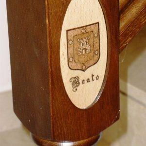 Escudo Pirograbado en Forma de Óvalo