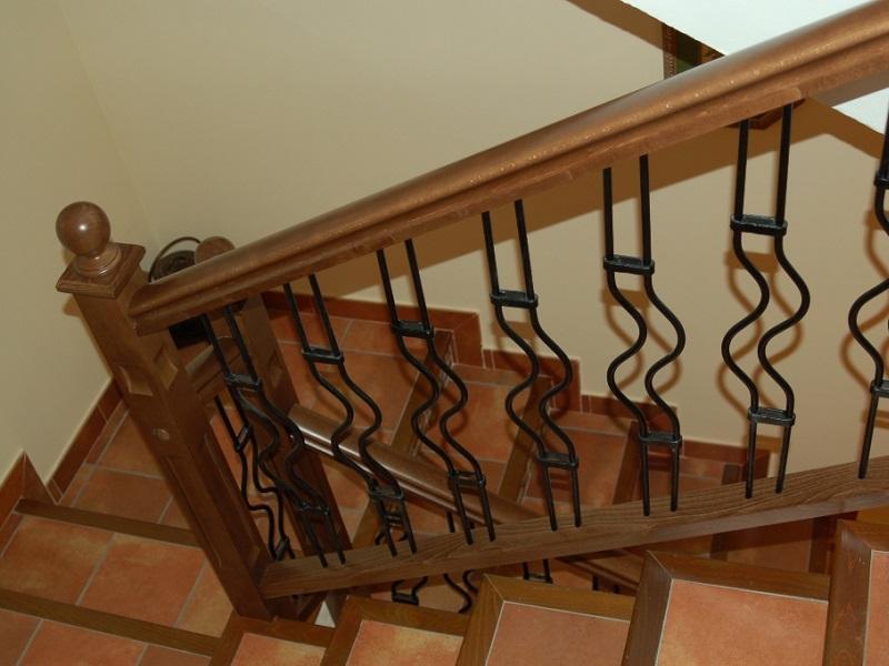 Barandilla de madera y hierro