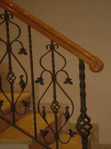 Balaustres de madera para escaleras escalera en madera de - Escalera hierro y madera ...