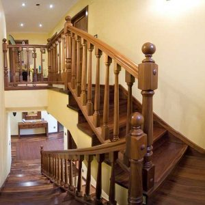 Escalera Forrada con Balaustres Modelo V