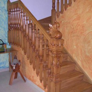 Escalera Forrada Línea Clásica Modelo Cisne Estilo Sofia